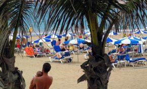 Consejos Dermatológicos para disfrutar correctamente de nuestra playa de Las Canteras