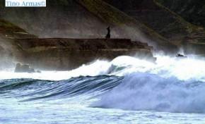 olas en el Rincon