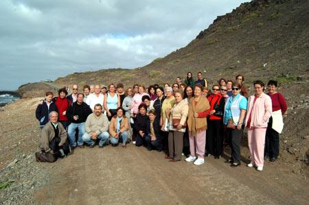 Los simpáticos miembros de la Universidad Popular de excursión al paraíso local, el Confital