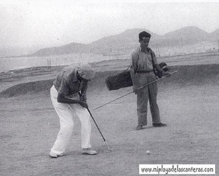 Lomo del Polvo, jugando al golf, década de los 40