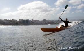 Sebando olas en Kayak