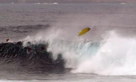 Por fin grandes olas para los surferos