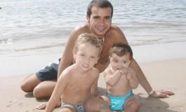 Carlos y Alicia con su tio Orlando en Playa Chica