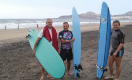 Miguel y Lizardo en estos tres días saldrán hecho unos surferos, apúntate en nuestra escuela.