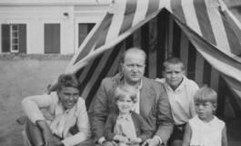 Familia Millares Sall en la playa de Las Canteras