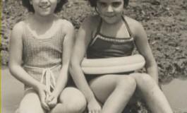Rosario Valcarcel con su amiga Maruja Hernández Toledo sobre 1960-colecc. Familia Varcalcel.