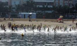 Espectacular triatlón en Las Canteras ( Más fotos en actualidad )