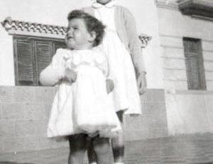 Margarita Correa Beningfield, en la Playa Chica, 1953, con Macama Mandillo Martínez, nieta de Enrique Martínez.Presidente del Club Naútico entonces, y de Rafaela Marrero, hija de Antonio Marrero, el que edificó la Casa de los Marreros