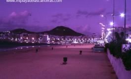 La Playa Grande de noche-sobre 1988-1990-.