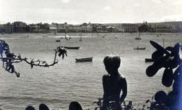 Una apacible mañana en la playa de Las Canteras de hace aproximadamente 50 años- colecc. Agustin Melián.