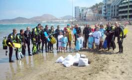 La organización de la limpieza de fondos del sábado pasado nos mandan esta foto con los buceadores que participaron. Gracias