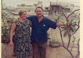 Pedro Estupiñán Rodríguez y su esposa Candelaria Santana posando en su azotea de la C/ Tenerife