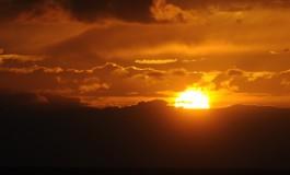 El Día de Canarias se despide con una espectacular puesta de sol.