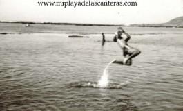 El paradón de Cipriano en la Playa Chica-1973-. Colecc. Familia Herrera.