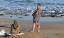 De ramadán en la oriila del mar.