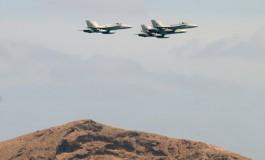 Una efímera exhibición aérea sobre Las Canteras abrió la Semana sobre la Movilidad.