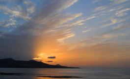 Una nube con forma de ala de cisne despide a un domingo excepcional.