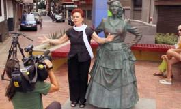 Nuestra eterna y admirada Mary Sánchez canta a la playa de Las Canteras.