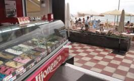 Las Canteras, buen lugar para saborear helados de todo tipo.