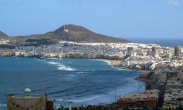 Un visión actual de la playa de Las Canteras y su populoso entorno.