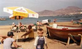 Israel entre los trasmallos de su familia. Sobre 1977- colecc. Hermanos Momos.