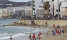 De paseo por la playa en Jueves Santo.