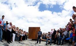 Se inaugura, dos años después de la tragedia, la escultura Luces en el vacío en Los Nidillos ( Foto: Quique Curbelo).