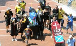 Marcha fúnebre por el C.D. Tenerife. Sin comentarios....