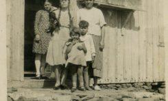 La familia de Celestino en Las Salinas de El Confital, sobre 1940