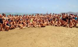 Los nadadores por San Juan cumplieron con la tradicional travesía en Las Canteras ( Más fotos en actualidad).