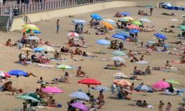 Domingo animadísimo en la playa de Las Canteras.