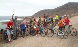 Una representación del colectivo –Las Palmas en Bici- llega hasta El Confital.  Revolución ciclista ya ¡