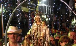 Devoción por la Virgen marinera ( Foto: Teresa Ceballos).