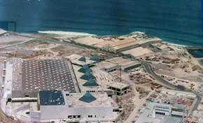 Las antiguas factorías de pescado de Lloret y con el C.C. Las Arenas construyéndose