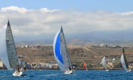 Sol y viento, veleros en la Bahía de El Confital.