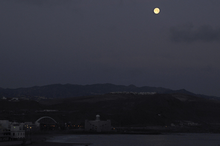 Amanecer con luna.