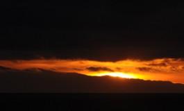 El sol sobre la isla de enfrente.