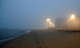 La playa de Las Canteras amanece dentro de una nube II.