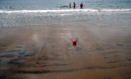 Balón en la playa.