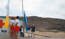 En El Confital ya luce la bandera azul (Foto: Javier Melián).