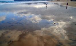 Correteando en un mundo de nubes reflejadas.