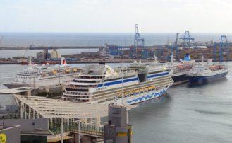 Mucho crucero y muchos cruceristas por la ciudad- el puerto- Las Canteras.