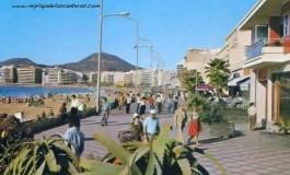 El paseo de Las Canteras sobre 1980 a la altura del balneario del Reina Isabel.