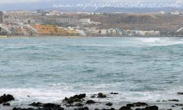 El delfín de Cousteau salta las olas de La Puntilla.