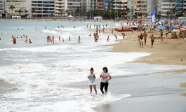 Mareas grandes que limpian la arena.