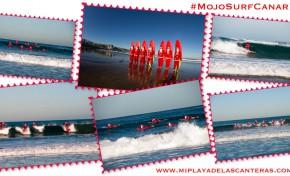 Los Papá Noeles de la escuela Mojo Surf llegan surfeando a la playa de La Cicer