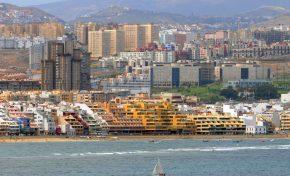 El Ayuntamiento prohibe cerrar las terrazas de los edificios del paseo