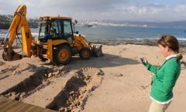 La inspección arqueológica del Cabildo Insular ordena parar parte de las obras de El Confital y además la colocación de una escollera en uno de los tramos de la obra de El Confital pone en peligro los restos paleontológicos.