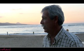 """Ser player@, de la Playa de Las Canteras. Rafael Hernández Tristán: """" La playa era la exacta concreción de nuestra dicha, el único horizonte tangible del paraíso tantas veces soñado """""""