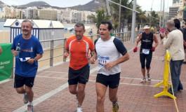 Fotos: El paso de la Maratón de Gran Canaria por Las Canteras, todo un espectáculo ¡¡¡.
